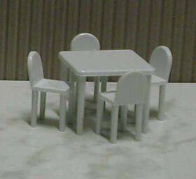 TABLE & CHAIRS 1:48 WHITE 5PC